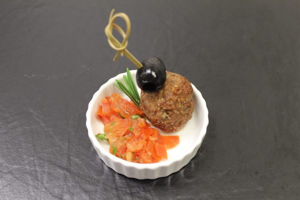 Lammhackbällchen mit Tomatensalsa