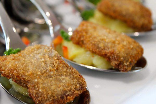 Schnitzel auf Kartoffelsalat